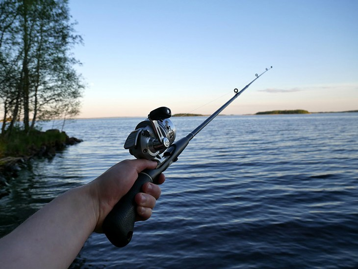 difference between casting and spinning rods